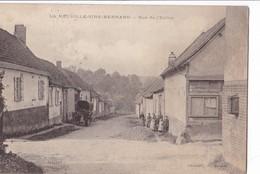 LA  NEUVILLE - SIRE -  BERNARD ,,,,RUE De  L'  EGLISE ,,,,VOYAGE  1915,,,,,,BEL ATTELAGE ,,,ANIMEE,,,, - Francia