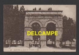 DF / 17 CHARENTE MARITIME / SAINTES / L' ARC DE TRIOMPHE / ANIMÉE / CIRCULÉE EN 1919 - Saintes