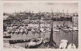 Cpa,TOULON,vue Sur Le Port En 1927,déja Bien Rempli,avec Pécheur Sur Le Quai,édition Réal Photo,rare - Toulon