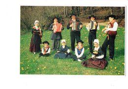 Cpm - 12 - MUR DE BARREZ - AVEYRON - Groupe Folklore Musique Accordéon En Carlades La Berrezienne - Autres Communes
