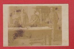 Wissembourg  -  Carte Photo  -  Soldats Allemands Dans Une Maison  -  Carte Jaunie - Wissembourg