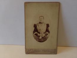 Photo CDV D'un Militaire Photographe Couturier à Paris 1901 ( 16 X 10,5 Cm ) - Anonymous Persons