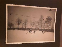 ORIGINELE FOTO AFMETINGEN 13 CM 18  CM     IJSHOCKEY   HOCKEY SUR GLACE  EISHOCKEYSPIEL 1937 - Sports