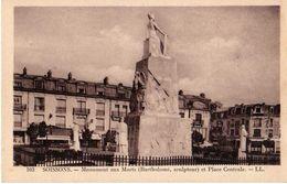 SOISSONS - MONUMENT AUX MORTS ET PLACE CENTRALE - Soissons