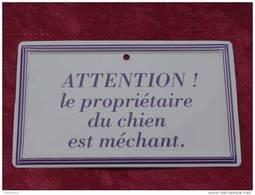 """Plaque Tôle """"ATTENTION LE PROPRIETAIRE DU CHIEN EST MECHANT"""" - Publicidad"""