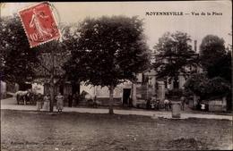 Cp Moyenneville Somme, Vue De La Place, Blick über Den Platz, Pferde - France