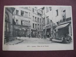 CPA 69 LYON 5 è Arrondissement Place De La Trinité ANIMEE COMMERCES - Lyon 5