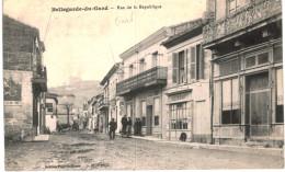 BELLEGARDE DU GARD .... RUE DE LA REPUBLIQUE - Bellegarde