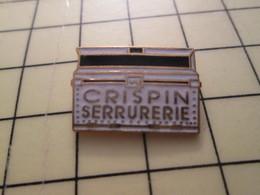 Pin910d Pin's Pins / Beau Et Rare : MARQUES / BRICOLAGE BOITE A OUTILS CRISPIN SERRURERIE - Marcas Registradas