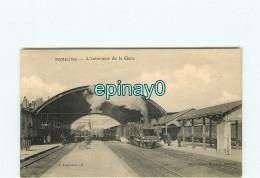 B - 03 - MOULINS - L'intérieur De La Gare Avec Son Train - Moulins