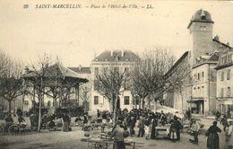 38 ST MARCELLIN, Isère - Thème Kiosque à Musique - Place De L'hôtel De Ville, Très Animée - Saint-Marcellin