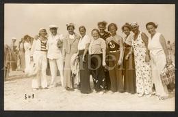 Photo Postcard / Foto / Photograph / A Group / Un Groupe / Man / Homme / Femmes / Women / 1930s / Unused / Seaside (?) - Photographie