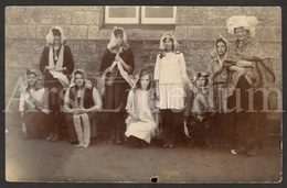 Photo Postcard / Foto / Photograph / Dress Party (?) / Folklore Costumes / 'Hearty Xmas Greetings' / England / 2 Scans - Photographie
