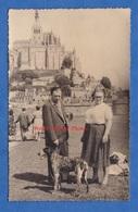 Photo Ancienne Snapshot - MONT SAINT MICHEL ( Manche ) - Visite D'un Couple - Chien Homme Femme Mode Social - Places