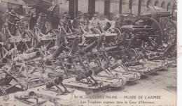 MUSEE DE L'ARMEE ENSEMBLE DE TROPHEES EXPOSES DANS LA COUR D'HONNEUR DES INVALIDES - Guerre 1914-18