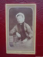 Photo Ancienne - Portrait  De  Femme Avec Coiffe - Format CDV -  Photo DELAUNET  à Chatellerault - Anonymous Persons