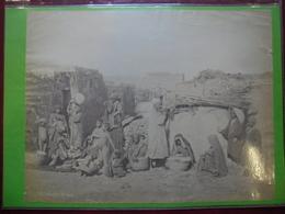 2 PHOTO Vers 1905 Du MAGHREB Indigènes Du Sud - Porteuse D'eau Et Sa Cruche @ 26,2 Cm X 20 Cm Et 20,7 Cm X 27,5 Cm - Afrique