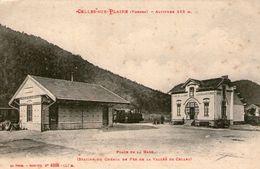 (63) CPA  Celles Sur Plaine Place De La Gare Station Du Chemin De Fer  (Bon Etat) - Frankrijk
