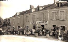 36 - Scoury - Café Hôtel Restaurant Chausse (animée, Oldtimer) - France