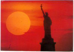 The Statue Of Liberty At Sunset. VG. - Statua Della Libertà