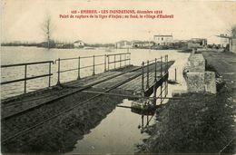 EMBREIL - LES INONDATIONS DECEMBRE 1910 - POINT DE RUPTURE DE LA LIGNE DE CHEMIN DE FER D'ANJOU - LE VILLAGE D'EMBREIL - France