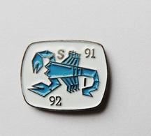 Pin's Scorpion Stylisé  - A1 - Autres