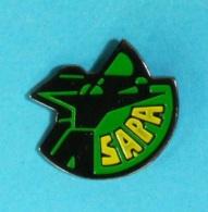 1 PIN'S //    ** ARC SAPA ** CHASSE / TIR / ARCHERIE / LOISIRS / AIRSOFT / DÉFENSE ** - Archery