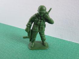 106 - Figurine Soldat Armé Au Talkie-walkie - Couleur Vert - Militares