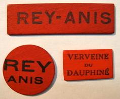 JETON . 3 JETONS . EN BOIS REY ANIS VERVEINE DU DAUPHINE - France