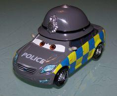 Disney Pixar CARS - Marc Wheelsen - Ford Mondeo Police / Mattel 1:64 (#Y0481) - PKW & Vierräder
