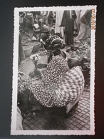 Sénégal, Dakar, Marchande De Fleurs Au Marché Kermel. CPSM/PF (1824) - Senegal