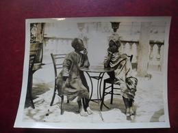 PHOTO TUNISIE Enfants Fumeurs Du MAGHREB Terrasse De Café - Afrique Du Nord @ 20,5 Cm X 15,3 Cm - Afrique