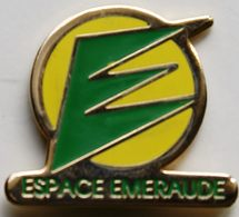 BB  367 )....TRACTEUR / ENGIN AGRICOLE / AGRICULTURE/..........ESPACE  EMERAUDE - Pin's