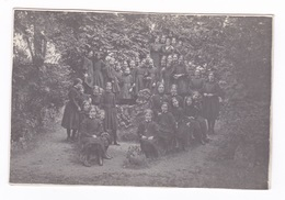 Jolie Photo D'une Classe De Filles (ou Des Fillettes D'un Pensionnat ?) Dans Un Jardin, Vers 1900 - Anonymous Persons