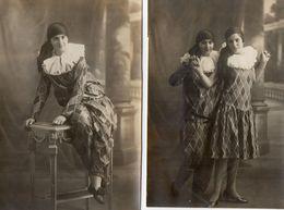 2 Photos  Authentiques -  2  JEUNES FILLES  Déguisées En PIERROT Ou ARLEQUIN ? - Anonymous Persons