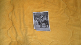 PHOTO ANCIENNE DE 1934. / PERSONNE ANONYME A CHEVAL - Anonymous Persons