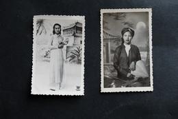 DEUX PHOTOS FEMMES INDOCHINE VIETNAM ASIE 1951 DENTELEE PHOTOGRAPHIE - Anonymous Persons