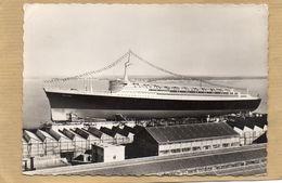 44 - SAINT NAZAIRE - LE PAQUEBOT FRANCE LORS DE SON LANCEMENT LE 11/05/1960 AVEC TAMPON DE LA CIE TRANSATLANTIQUE - Steamers