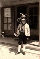 Photo Originale Costume Folklorique Tyrolien Ou Bavarois - Section Cuivres & Chapeau à Plumes - Kasperl - Anonymous Persons