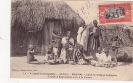 CPA SENEGAL DAKAR Dans Le Village Indigène Enfants Apprenant à Lire Le Coran - Senegal