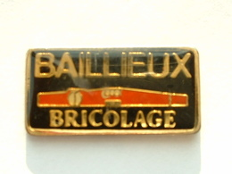 PIN'S BAILLEUX BRICOLAGE - NIVEAU A BULLE - Badges