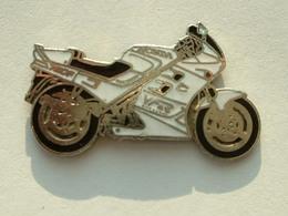 PIN'S MOTO - HONDA VFR - Motorbikes