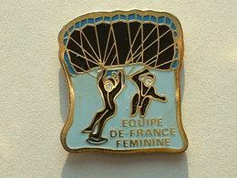 PIN'S  PARACHUTISME - EQUIPE DE FRANCE FEMININE - Parachutting