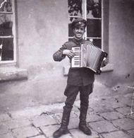 Very Old Real Original Photo - Young Man In Military Uniform Playing Accordion - 5.5x5.4 Cm - Anonymous Persons