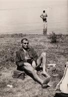 Photo Originale Portrait Du Playboy Sexy à La Plage à Thonon Les Bains Recto-Verso En 1964 - Anonymous Persons