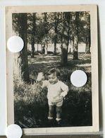 Enfant Gant Blanc Main Etrange Surreal Portrait Snapshot Amateur Cute Baby Ange Angel - Anonymous Persons