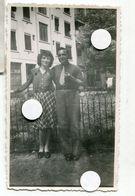 Jeune Couple Homme Femme 40s Man Woman Lovers Portrait - Anonymous Persons