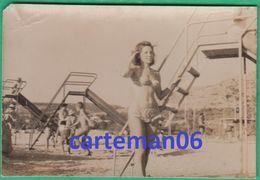 Femme Et En Enfants En Maillot De Bain Sur La Plage (Pin-Up)  - Format 10.7 X 7.2 Cm - Anonymous Persons
