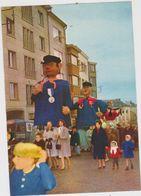 CHROMO FOLKLORE EN BELGIQUE ET LUXEMBOURG VEGE ALBUM 4 N° 806 ARLON FOIRE DES AMOUREUX GEANTS  13 X 9 CM - Chromos