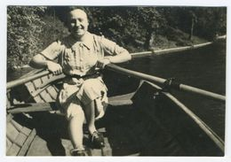 Homme Souriant Dans Une Barque Boulogne 1942 Snapshot - Barcos